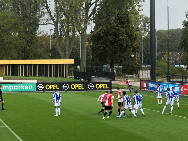 Đoàn Văn Hậu lần đầu đá chính cho SC Heerenveen, gây ấn tượng với pha cắt bóng chuẩn không cần chỉnh - Ảnh 4.