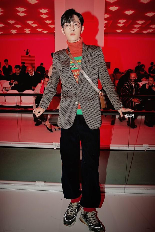 Ăn diện đi fashion week nhưng Ngô Diệc Phàm cùng 2 sao Cbiz lại bị chê là phá đồ hiệu, trông như tiểu thương ở chợ đầu mối - Ảnh 2.