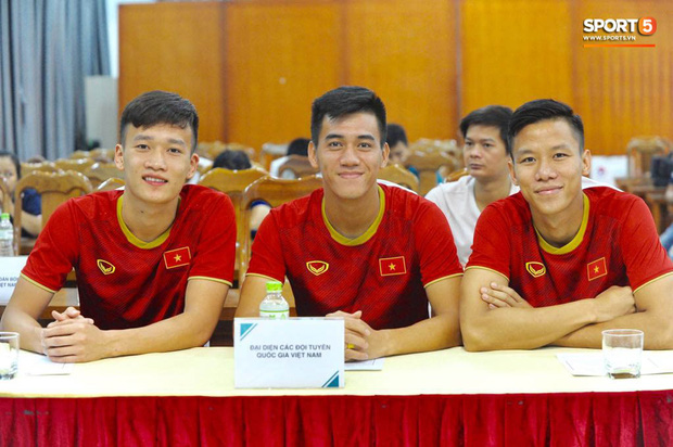 Quế Ngọc Hải, Hoàng Đức bảnh bao tại Lễ công bố nhà tài trợ đội tuyển bóng đá Quốc gia Việt Nam - Ảnh 2.