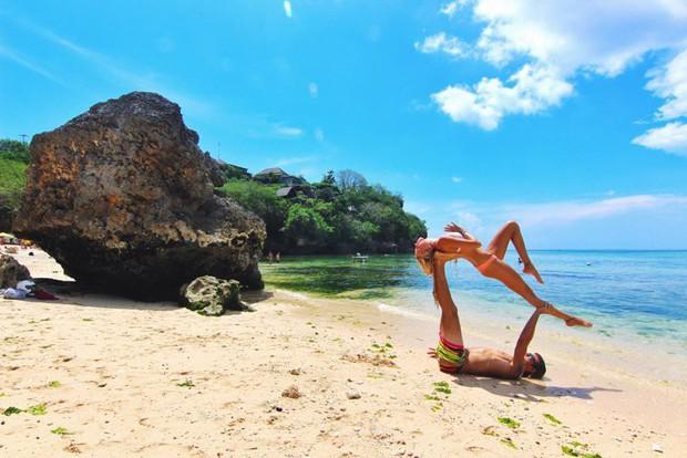Sợ phải đi tù vì ăn cơm trước kẻng, du khách đua nhau hủy du lịch ở đảo Bali - Ảnh 1.