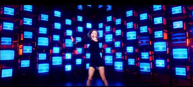 Choáng với MV comeback hoành tráng của TWICE nhưng sao xem qua lại thấy có cả SNSD, BTS và sương sương một chút Sunmi thế này? - Ảnh 5.