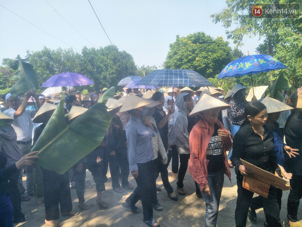 Xót lòng đám tang đẫm nước mắt của 3 mẹ con tử vong trong vụ tai nạn ở Hà Nội - Ảnh 4.