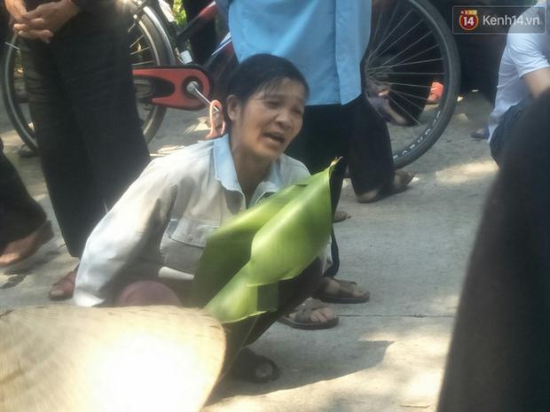 Xót lòng đám tang đẫm nước mắt của 3 mẹ con tử vong trong vụ tai nạn ở Hà Nội - Ảnh 6.