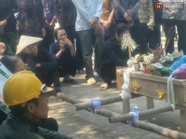 Xót lòng đám tang đẫm nước mắt của 3 mẹ con tử vong trong vụ tai nạn ở Hà Nội - Ảnh 5.