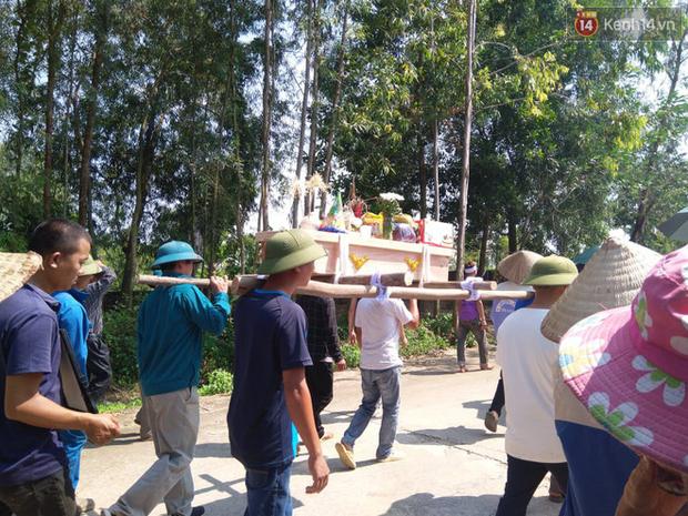 Xót lòng đám tang đẫm nước mắt của 3 mẹ con tử vong trong vụ tai nạn ở Hà Nội - Ảnh 8.