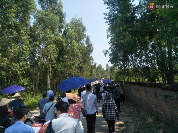 Xót lòng đám tang đẫm nước mắt của 3 mẹ con tử vong trong vụ tai nạn ở Hà Nội - Ảnh 10.