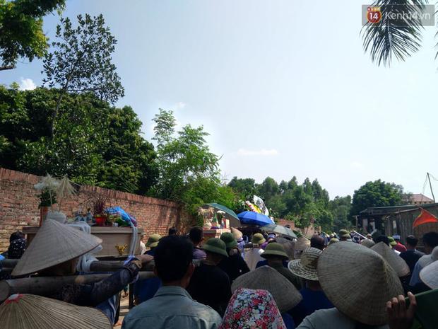 Xót lòng đám tang đẫm nước mắt của 3 mẹ con tử vong trong vụ tai nạn ở Hà Nội - Ảnh 7.