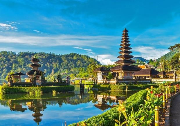Sợ phải đi tù vì ăn cơm trước kẻng, du khách đua nhau hủy du lịch ở đảo Bali - Ảnh 2.