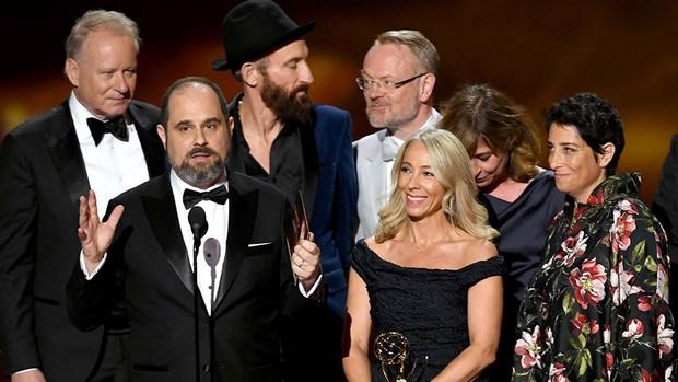 Emmy 2019: Diễn viên đồng tính làm nên lịch sử, Game of Thrones tạm hài lòng với 2 tượng vàng - Ảnh 4.