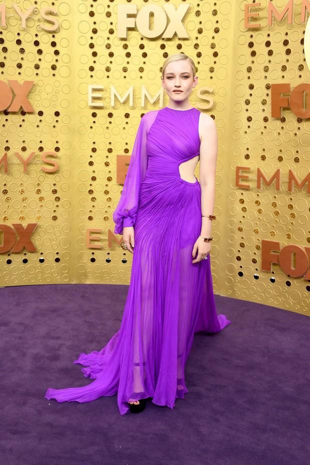 Chọn đầm tím lịm của Công Trí dự Emmy 2019, nữ diễn viên người Mỹ giành luôn giải thưởng cao quý nhất - Ảnh 1.