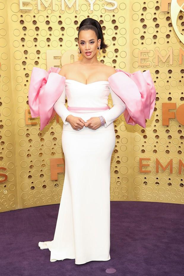 Siêu thảm tím Emmy 2019: Chị em Kim - Kendall xuất sắc đến mức lấn át mẹ Rồng, dàn sao khủng lộng lẫy ngút ngàn - Ảnh 22.