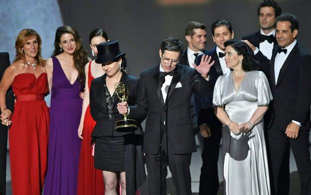 Emmy 2019: Diễn viên đồng tính làm nên lịch sử, Game of Thrones tạm hài lòng với 2 tượng vàng - Ảnh 3.