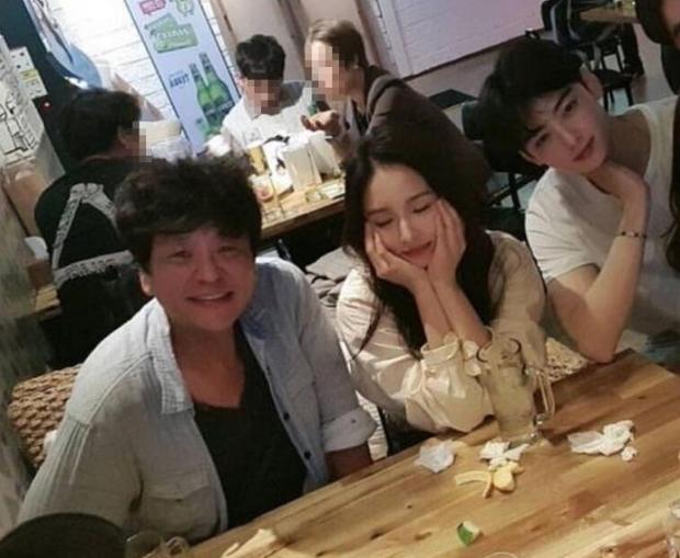 Có ai như mỹ nhân mặt đơ Shin Se Kyung và nam thần Cha Eun Woo, bỗng gây sốt vì đẹp ngỡ ngàng mặc kệ ảnh thiếu sáng - Ảnh 1.