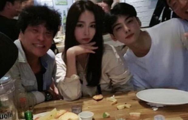 Có ai như mỹ nhân mặt đơ Shin Se Kyung và nam thần Cha Eun Woo, bỗng gây sốt vì đẹp ngỡ ngàng mặc kệ ảnh thiếu sáng - Ảnh 3.
