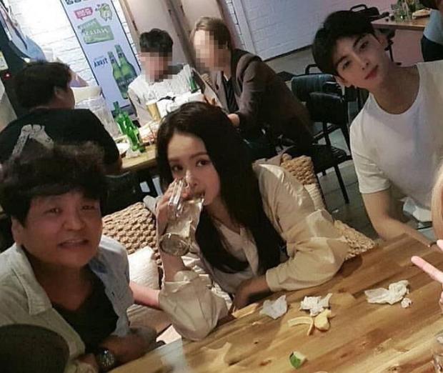 Có ai như mỹ nhân mặt đơ Shin Se Kyung và nam thần Cha Eun Woo, bỗng gây sốt vì đẹp ngỡ ngàng mặc kệ ảnh thiếu sáng - Ảnh 4.
