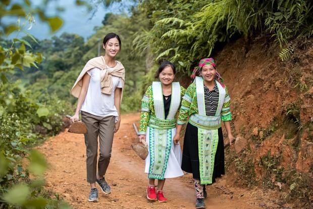 Lương Thùy Linh để mặt mộc vẫn xinh rạng rỡ, quyết lập kỳ tích tại Miss World 2019 với dự án mở đường ở Cao Bằng - Ảnh 11.