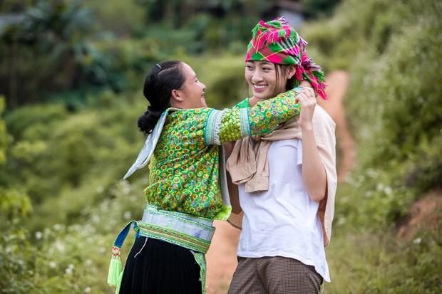 Lương Thùy Linh để mặt mộc vẫn xinh rạng rỡ, quyết lập kỳ tích tại Miss World 2019 với dự án mở đường ở Cao Bằng - Ảnh 10.