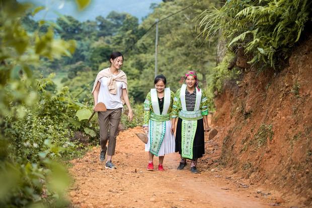 Lương Thùy Linh để mặt mộc vẫn xinh rạng rỡ, quyết lập kỳ tích tại Miss World 2019 với dự án mở đường ở Cao Bằng - Ảnh 8.