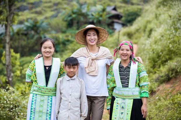 Lương Thùy Linh để mặt mộc vẫn xinh rạng rỡ, quyết lập kỳ tích tại Miss World 2019 với dự án mở đường ở Cao Bằng - Ảnh 3.