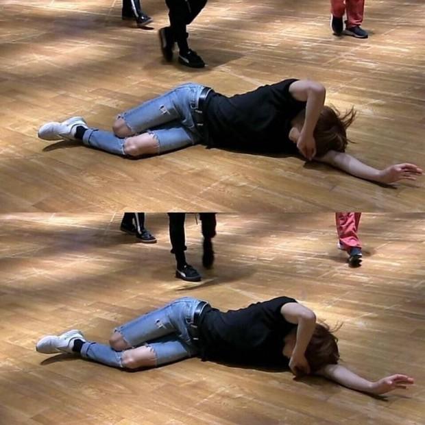 Xuất hiện nam idol Kpop eo con kiến nhỏ đến mức đọ được với BLACKPINK, tưởng lạ nhưng lại chính là em út BTS - Ảnh 10.