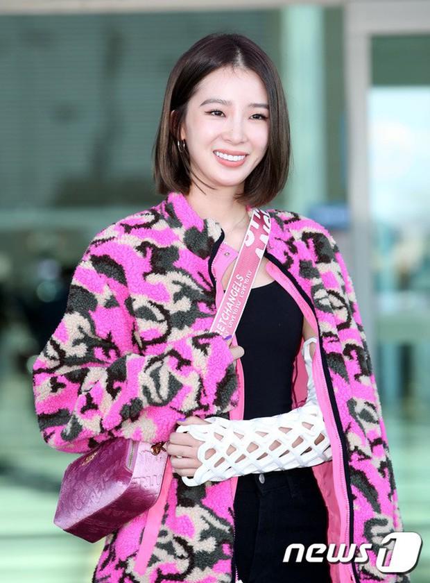 Màn đọ sắc xuất thần gây bão sân bay: Rosé (BLACKPINK) đẹp đỉnh cao, làm lu mờ cả Suzy và chân dài cực chất - Ảnh 14.