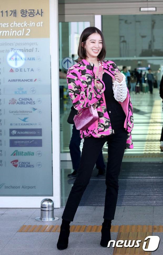 Màn đọ sắc xuất thần gây bão sân bay: Rosé (BLACKPINK) đẹp đỉnh cao, làm lu mờ cả Suzy và chân dài cực chất - Ảnh 13.
