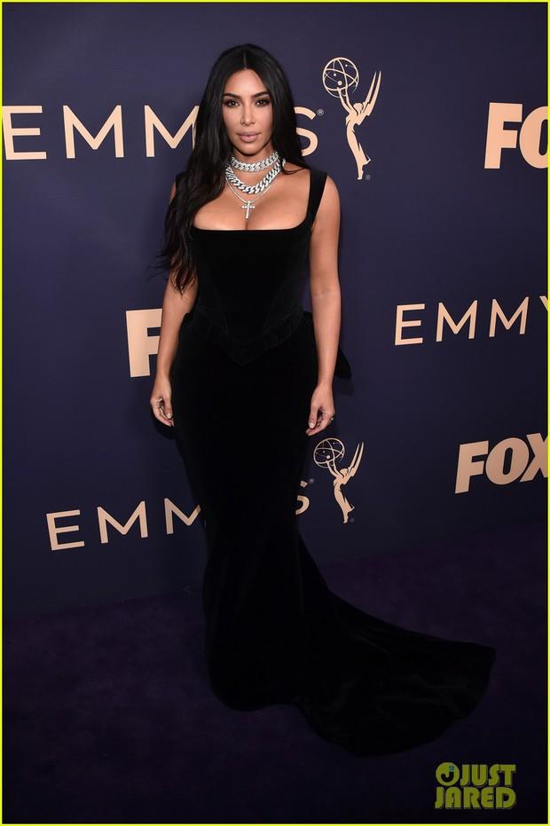 Siêu thảm tím Emmy 2019: Chị em Kim - Kendall xuất sắc đến mức lấn át mẹ Rồng, dàn sao khủng lộng lẫy ngút ngàn - Ảnh 2.