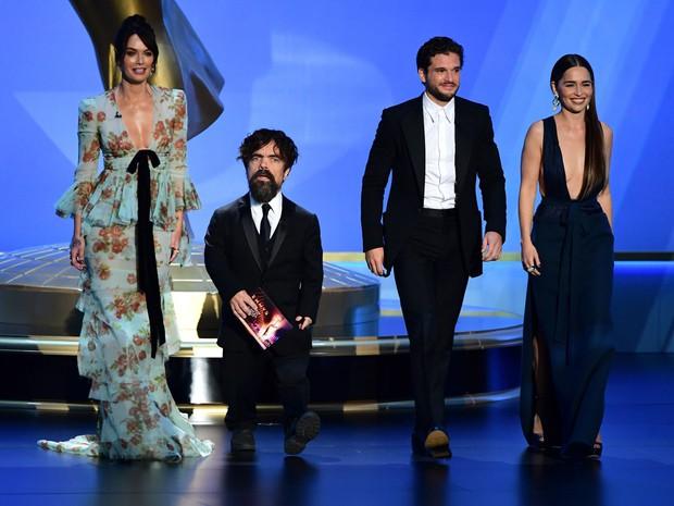 Emmy 2019: Diễn viên đồng tính làm nên lịch sử, Game of Thrones tạm hài lòng với 2 tượng vàng - Ảnh 1.