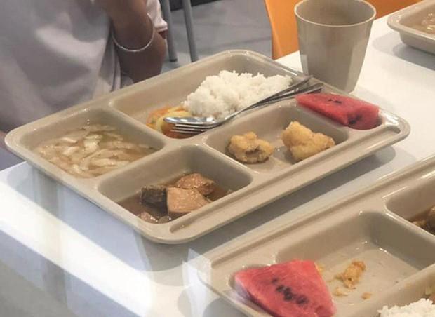 TP.HCM: Hàng loạt học sinh tiểu học nôn ói, đau bụng sau khi dùng bữa trưa tại trường Quốc tế Việt Úc - Ảnh 1.