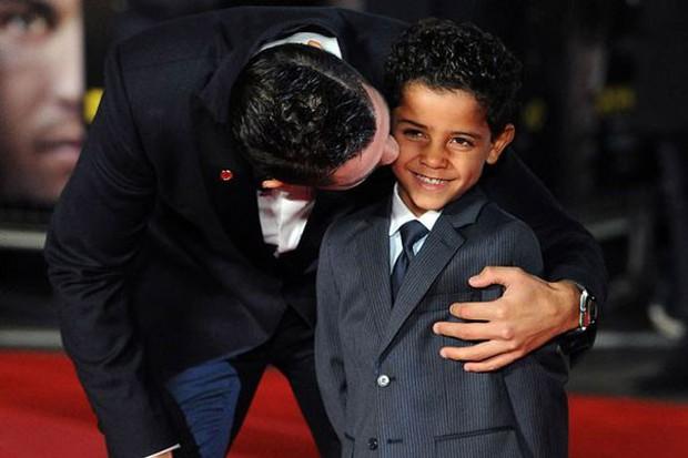 Ronaldo nổi tiếng đào hoa, sát gái nhưng không ngờ trong việc dạy con lại vô cùng chỉn chu và đáng ngưỡng mộ - Ảnh 3.
