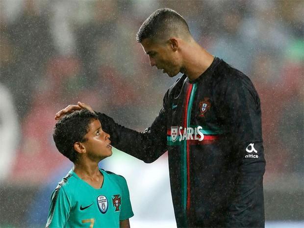 Ronaldo nổi tiếng đào hoa, sát gái nhưng không ngờ trong việc dạy con lại vô cùng chỉn chu và đáng ngưỡng mộ - Ảnh 4.