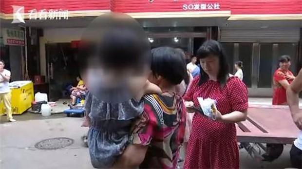 Đang đi chợ, người phụ nữ bất ngờ bị xe 3 gác tông trọng thương, sau khi cảnh sát đến nơi mới bất ngờ với kẻ gây tai nạn - Ảnh 4.