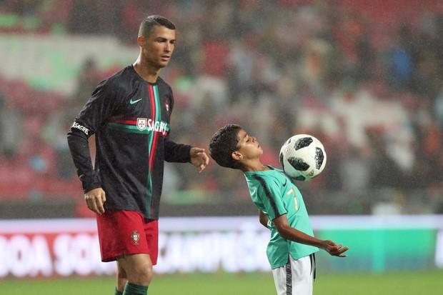 Ronaldo nổi tiếng đào hoa, sát gái nhưng không ngờ trong việc dạy con lại vô cùng chỉn chu và đáng ngưỡng mộ - Ảnh 5.