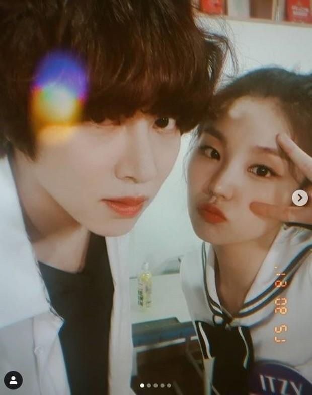 Với độ cuồng ITZY thế này, vị trí trưởng fan club MIDZY phải xướng tên Siêu sao vũ trụ Kim Hee Chul! - Ảnh 4.