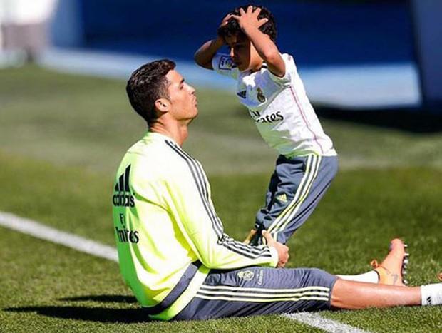 Ronaldo nổi tiếng đào hoa, sát gái nhưng không ngờ trong việc dạy con lại vô cùng chỉn chu và đáng ngưỡng mộ - Ảnh 6.