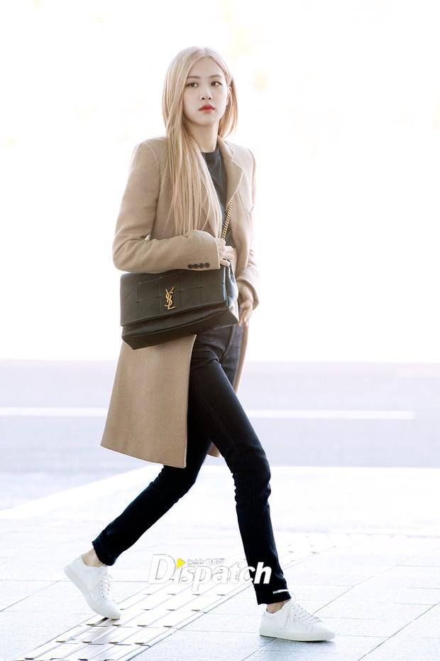 Màn đọ sắc xuất thần gây bão sân bay: Rosé (BLACKPINK) đẹp đỉnh cao, làm lu mờ cả Suzy và chân dài cực chất - Ảnh 3.
