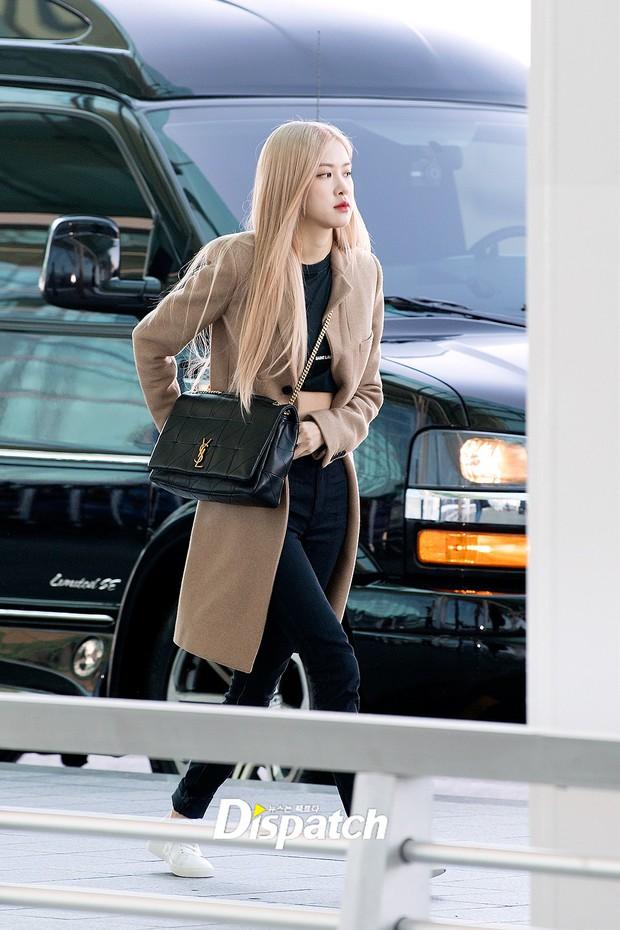 Màn đọ sắc xuất thần gây bão sân bay: Rosé (BLACKPINK) đẹp đỉnh cao, làm lu mờ cả Suzy và chân dài cực chất - Ảnh 1.
