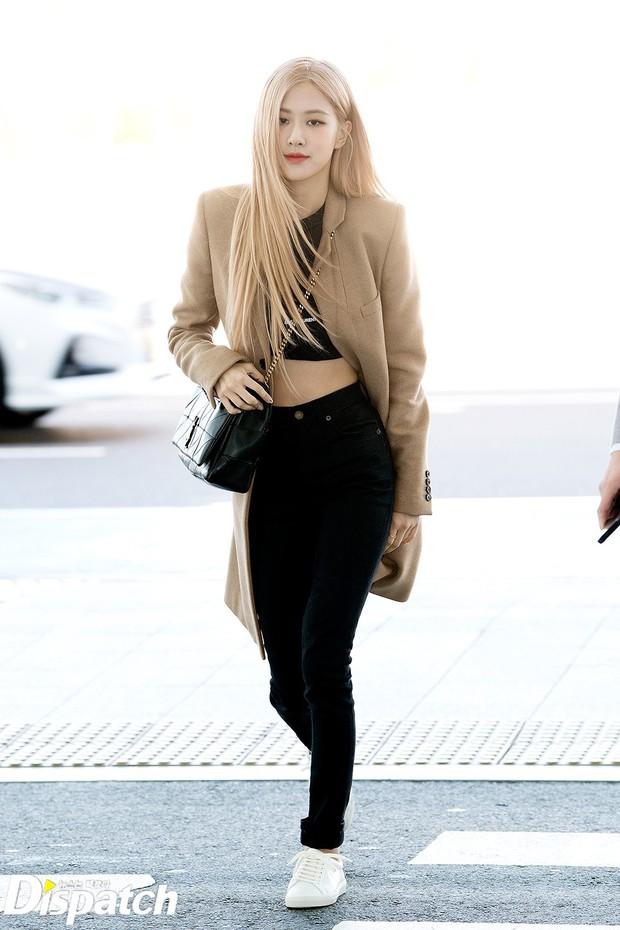 Màn đọ sắc xuất thần gây bão sân bay: Rosé (BLACKPINK) đẹp đỉnh cao, làm lu mờ cả Suzy và chân dài cực chất - Ảnh 2.