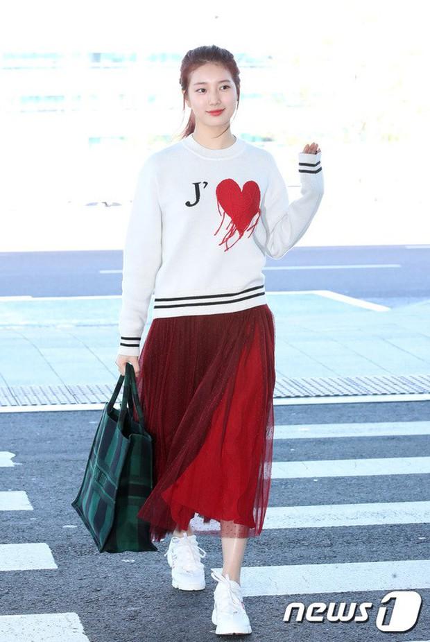 Màn đọ sắc xuất thần gây bão sân bay: Rosé (BLACKPINK) đẹp đỉnh cao, làm lu mờ cả Suzy và chân dài cực chất - Ảnh 7.