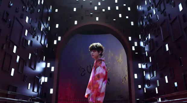 Choáng với MV comeback hoành tráng của TWICE nhưng sao xem qua lại thấy có cả SNSD, BTS và sương sương một chút Sunmi thế này? - Ảnh 6.