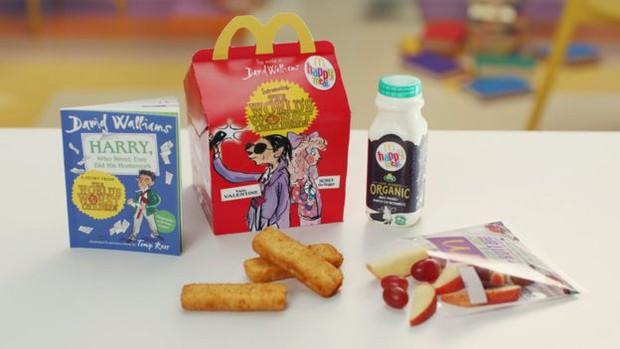 Không muốn nhận đồ chơi nhựa khi đi ăn fast-food, hai cô bé người Anh khiến loạt ông lớn phải đứng lên vì môi trường - Ảnh 2.
