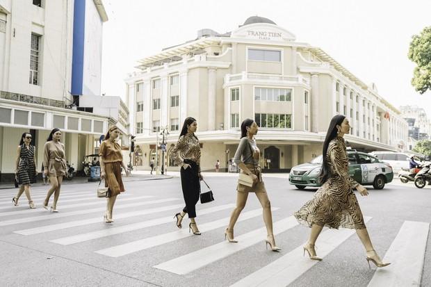 Bất ngờ khi những ngã tư đường Hà Nội được hô biến thành sàn catwalk - Ảnh 3.