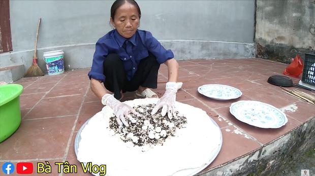 Bánh bao siêu to khổng lồ hiệu Bà Tân Vlog: vỏ dày cộp, vỏn vẹn ít nhân mà còn dính như chưa chín nhưng vẫn cứ là ngon bá cháy với đàn cháu - Ảnh 6.