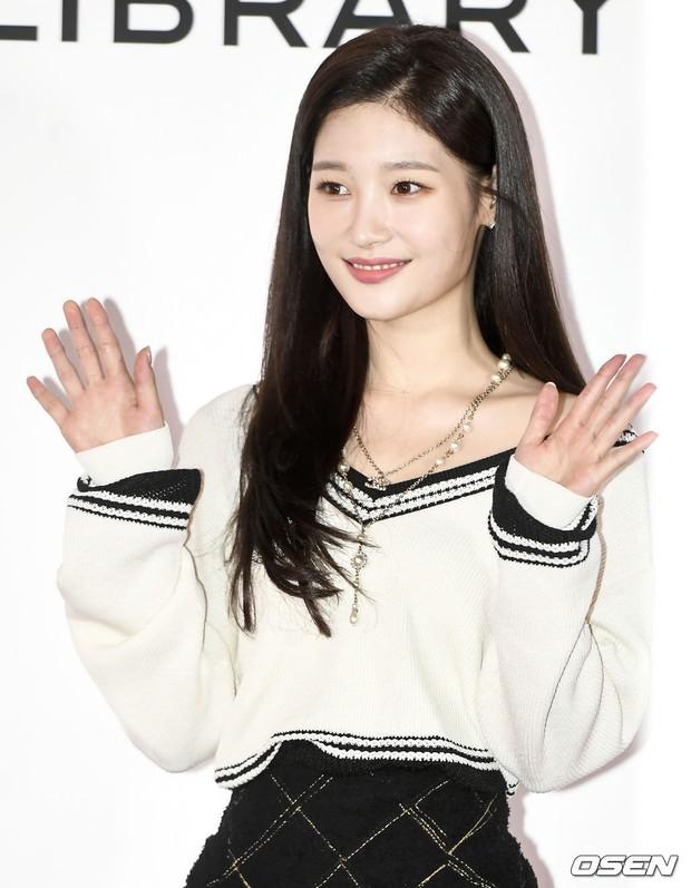 Choáng với sự kiện toàn sao hạng A: 2 nữ thần Kpop bị bạn gái Kim Woo Bin đè bẹp, Lee Dong Wook thế này ai đọ được? - Ảnh 10.