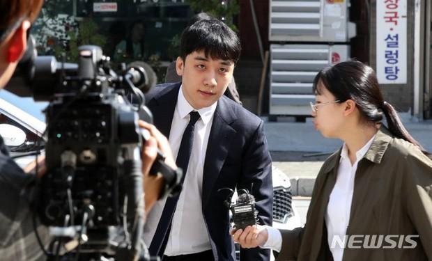 Trình diện sau 1 tháng vắng bóng, Seungri tiều tụy hẳn và còn gây chú ý vì cương quyết tránh né báo chí - Ảnh 8.