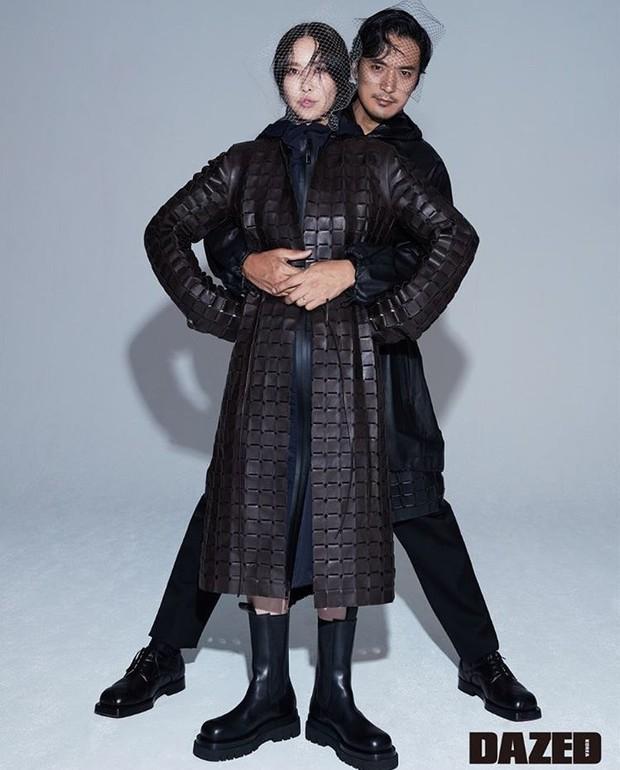 Chị gái ruột G-Dragon và tài tử Hàn khoe ảnh cưới cực chất: Quá đẳng cấp, ai bảo cô dâu cứ phải diện váy trắng? - Ảnh 1.