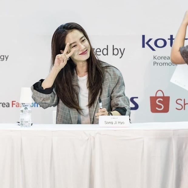 Tạo hóa ưu ái cho Song Ji Hyo gương mặt trẻ trung nhưng để hack từ 38 tuổi mà trông như gái đôi mươi, cô đã áp dụng 3 tips - Ảnh 2.