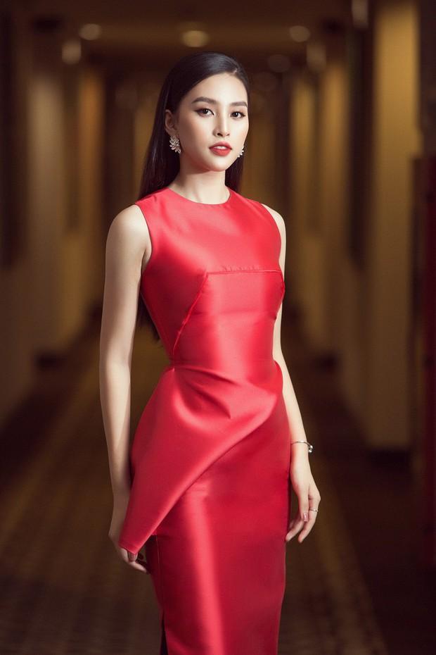 Tưởng đẹp bất phân thắng bại khi diện cùng một chiếc đầm đỏ, nhưng Tiểu Vy lại cao tay hơn Nhã Phương ở khoản chọn giày - Ảnh 2.