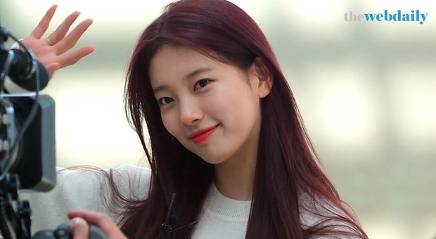 Chỉ qua việc buộc tóc, Suzy đã chứng minh được tại sao mình đắt show, là đại sứ trong mơ của nhiều thương hiệu - Ảnh 1.