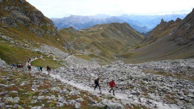 Hàng trăm người tổ chức 'tang lễ' cho dòng sông băng ở Thụy Sĩ - Ảnh 3.